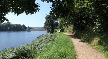 Footpath around Queens Valley Reservoir